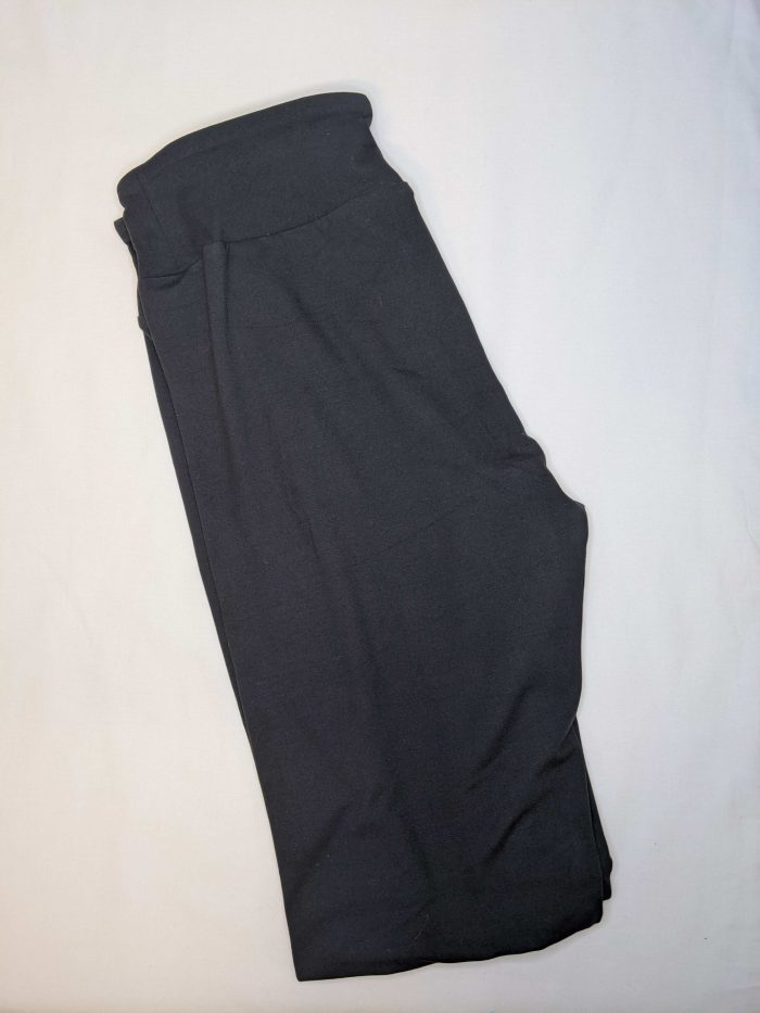 Solid Black Yoga Band Capri Length Leggings